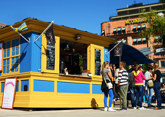 Ice cream kiosk in Swedish colors - organic StikkiNikki's first shop
